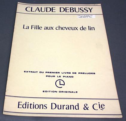 Prélude de Claude Debussy, qui fut le premier titre auquel pensa Olivier Dhénin pour ELLÉNORE. Le thème apparaît dans la musique de Jacques Boisgallais pour évoquer la jeune fille.