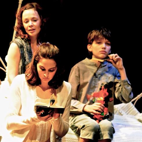 Julia Riggs (Mahaut), Hélène Liber-Pianelli (Olga) et Augustin Mahé (Émilien)