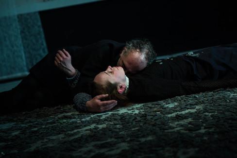 Scène finale : Hélène Liber-Pianelli (Cordelia) et Emmanuel Faventines (Lear)