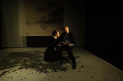 Hélène Liber-Pianelli (Cordelia) et Emmanuel Faventines (Lear)