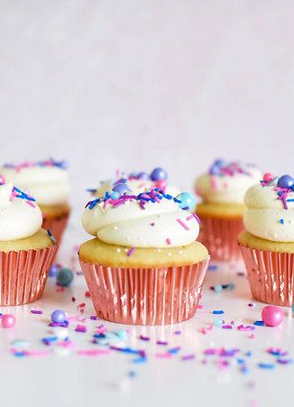 Vanilla Cupcakes + Frosting Kit