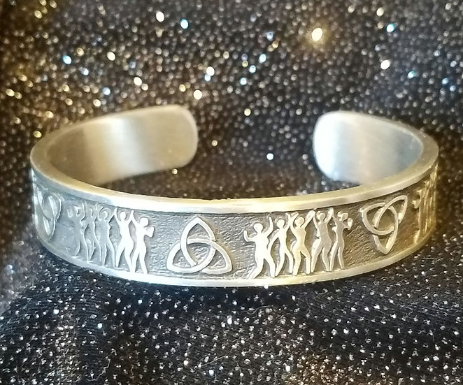 WE ARE ALL SISTERS Bracelet