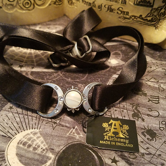 London Triple Goddess Choker
