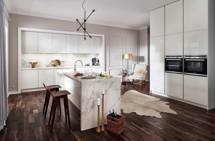 Moderne Küche in Weiss-hochglanz