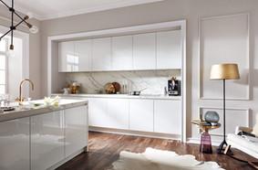 Moderne Küche in Weiss-hochglanz-lack