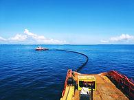 Oil spill (at sea).jpg