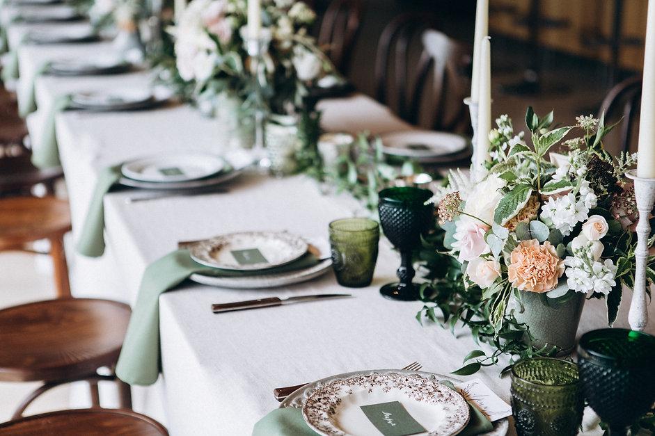 Hochzeitstisch grün Hochzeitsfloristik Second flowers Blumendeko