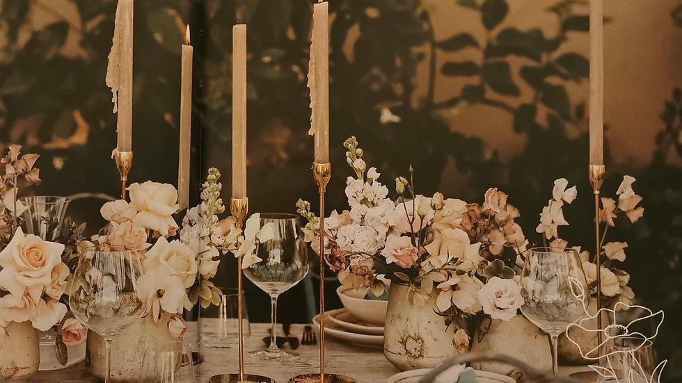 Tischdeko Blumengirlande und zwei Gestecke für Traubogen