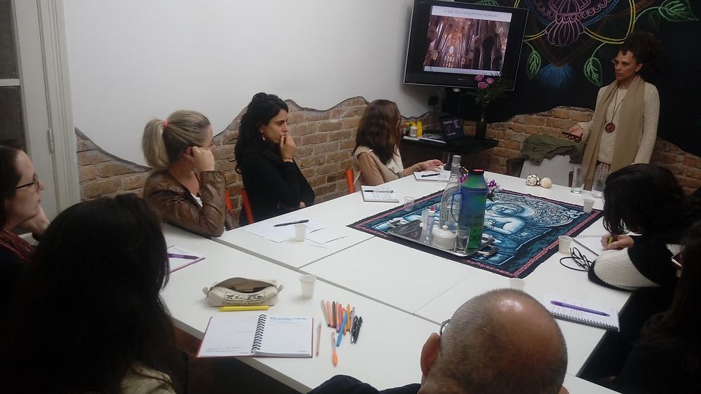 Naveena Karenia ministrando o Healing Design