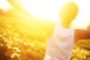 Photo iStock femme libre soleil.jpg