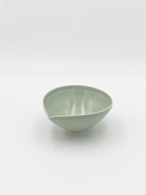 Almond Bowl M Sage Celadon