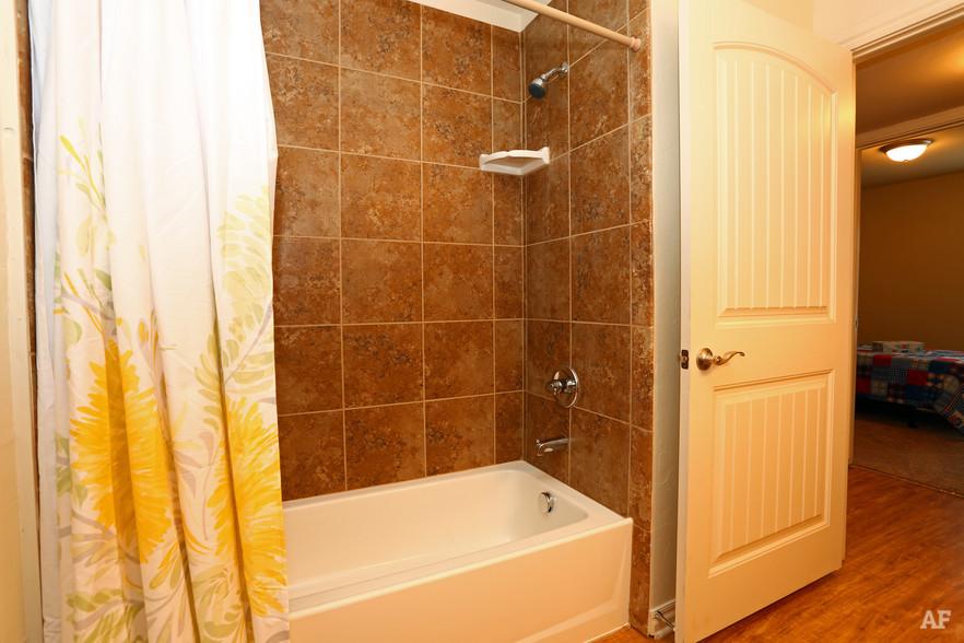 cross-timber-oklahoma-city-ok-bathroom1.