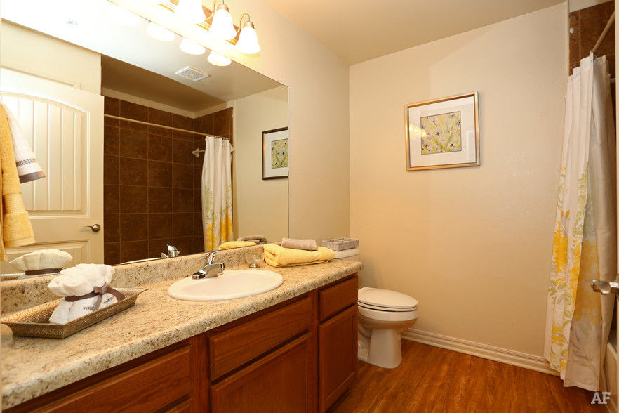 cross-timber-oklahoma-city-ok-bathroom2.