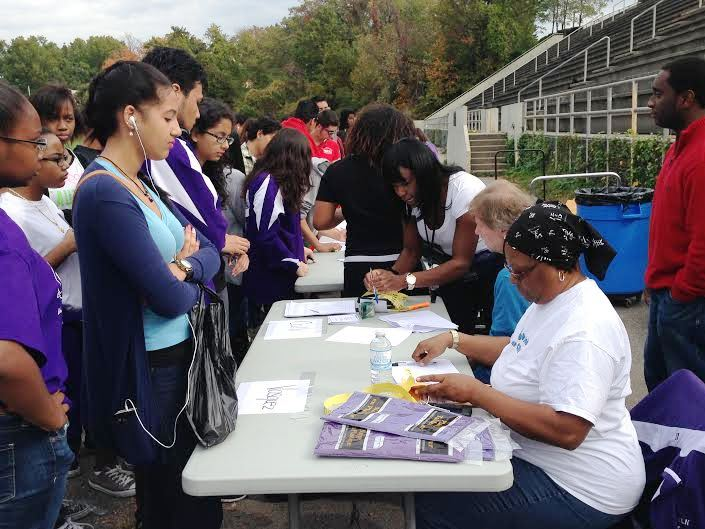 Walk registration in full swing at lincoln 10-18-14.jpg