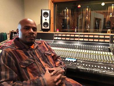 Mollywop! emcee GMAC at Rustbelt Studio.