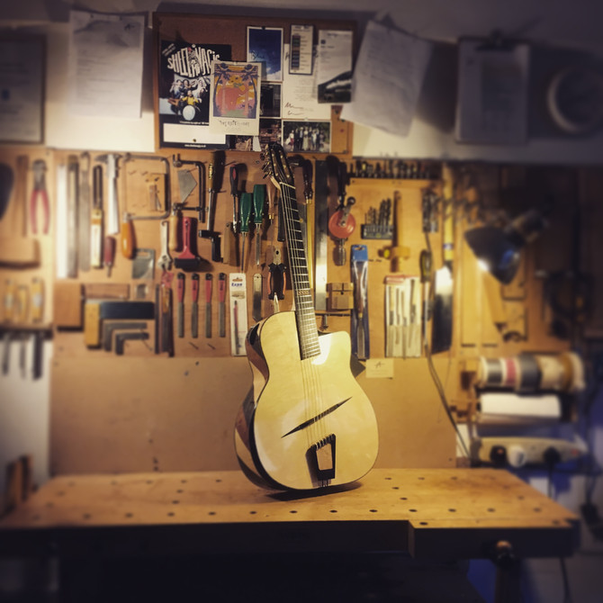 Hybrid jazz guitar