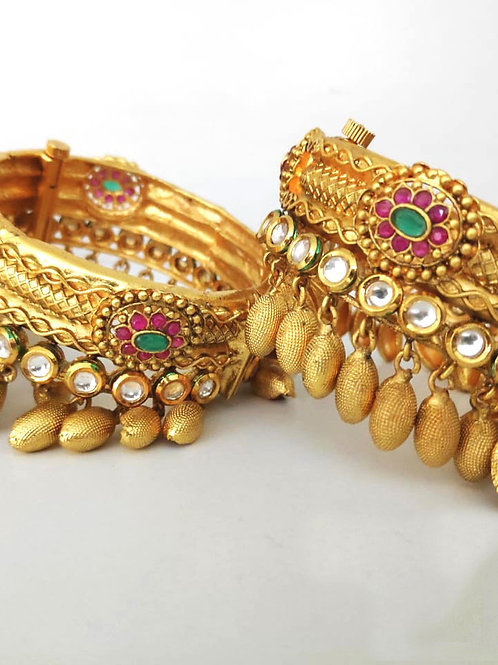 Brass Beeds Rajwadi Kundan Patla High Gold Bangle D13N132