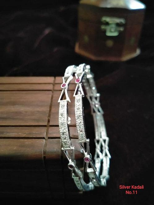 Silver Plated Beautiful Bangel Oxidized Dn08