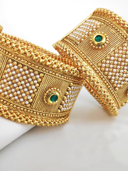 Brass Pearl Beeds High Gold Wedding Kangan Bangle D50N50