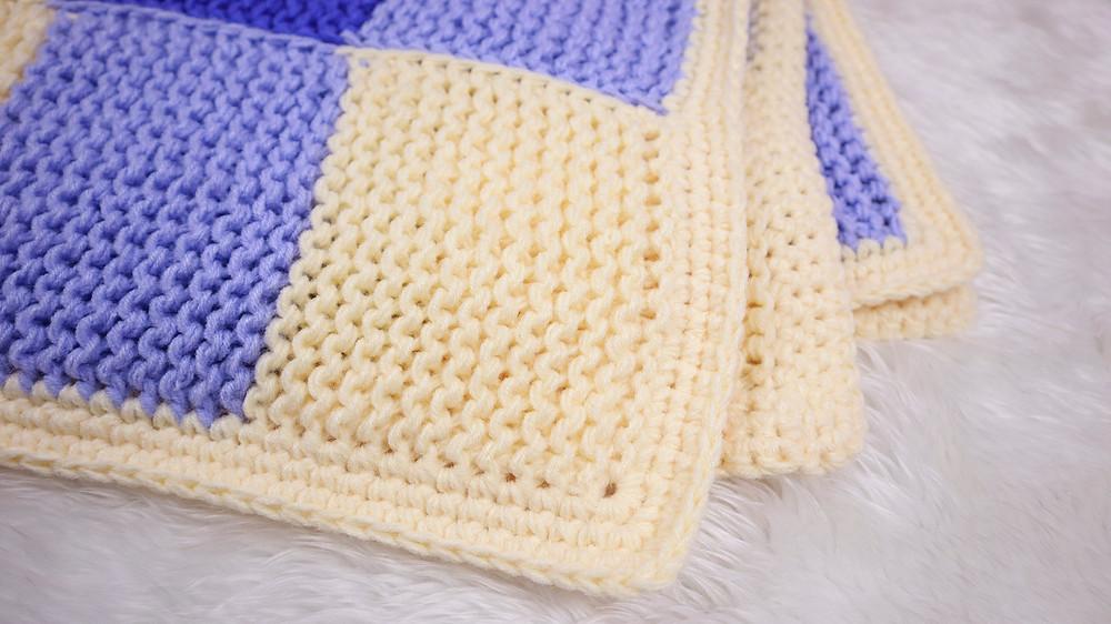 ถักลาย X รอบผ้าห่มเพื่อทำขอบผ้าห่ม