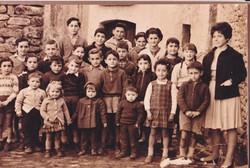 25 Alumnos y maestra 1960