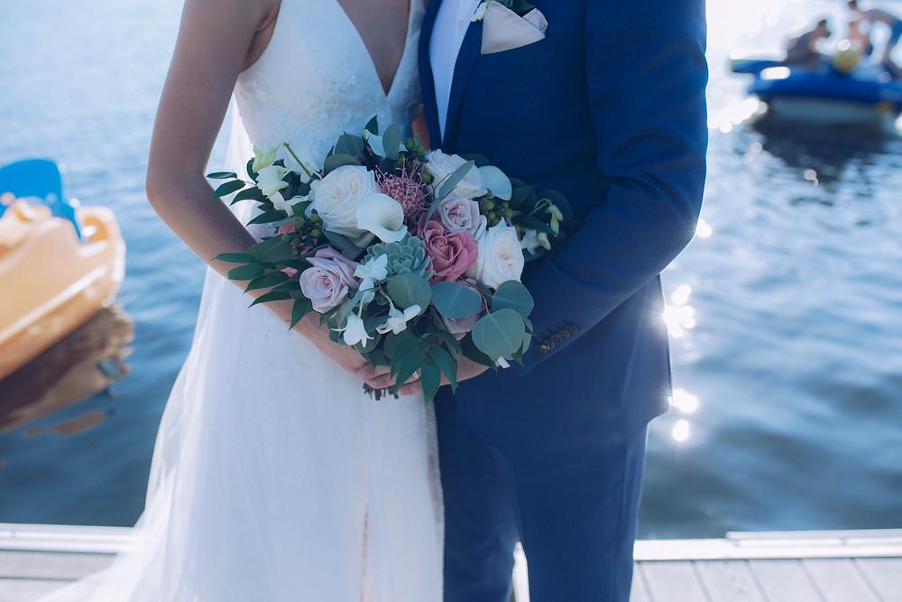 La mejor opcion para ahorrar en tu boda es es boda de destino.