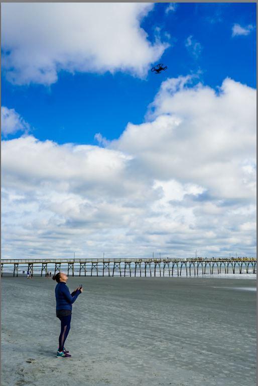 aprende fotografia, tips de viaje, selfie, nomada digital, mujer volando drone
