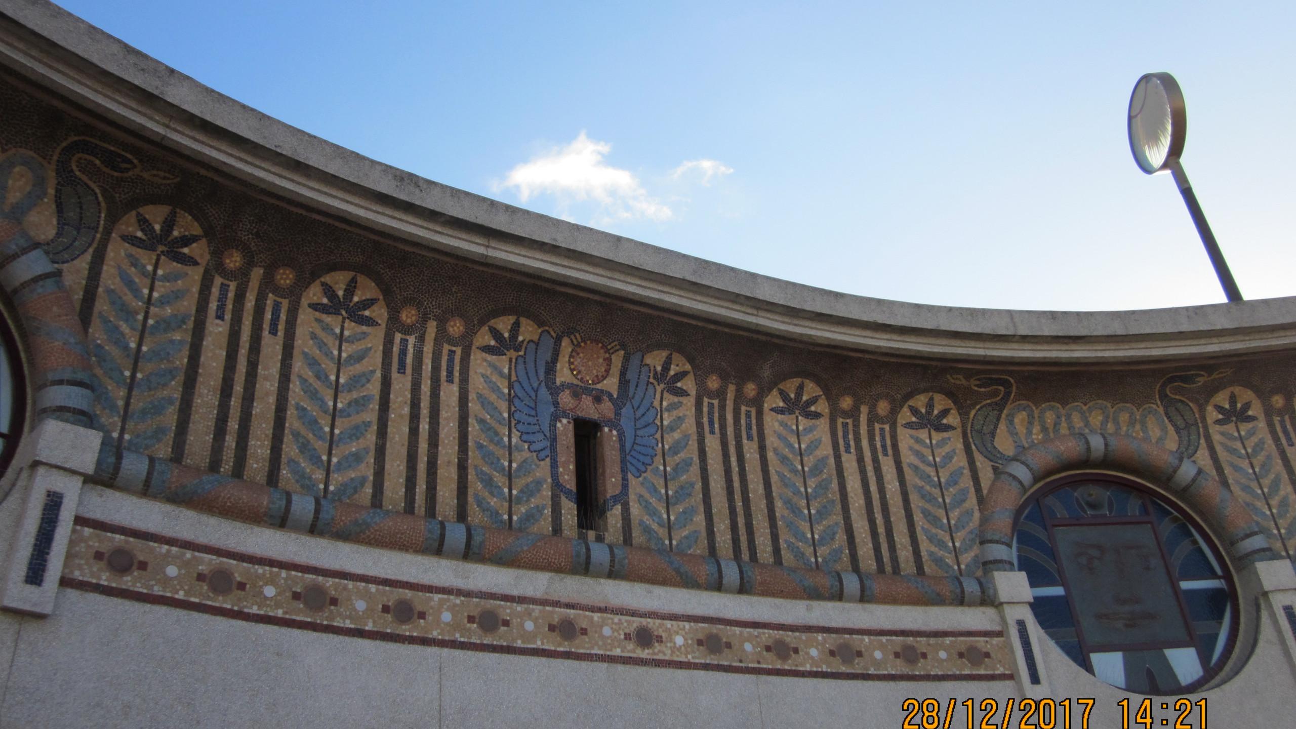 Le Louxor Roof - Frieze Detail