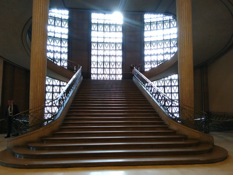 LOCATION : MONUMENTAL STAIRCASE