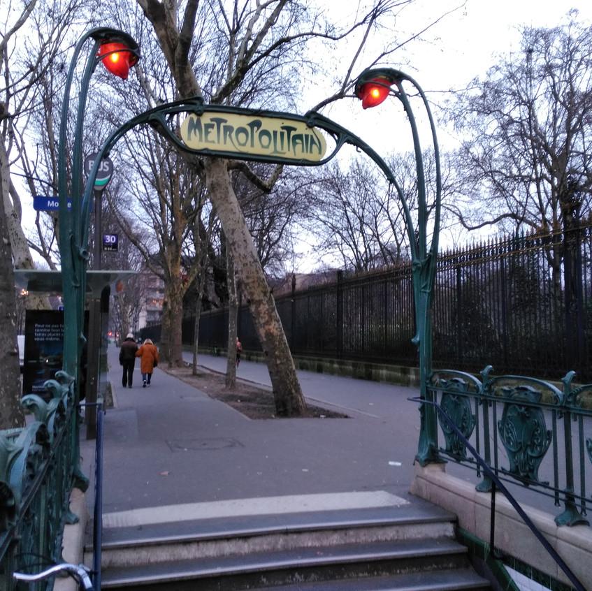 The Métropolitan Sign