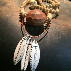 Colar em cerâmica, prata, cobre, semente de jarina e açaí