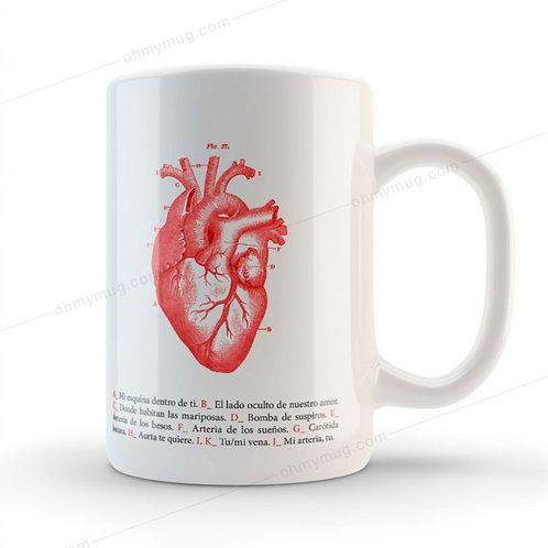 Taza con diseño de corazón anatómico