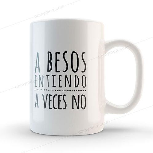 TAZA CON FRASE DE AMOR A BESOS ENTIENDO