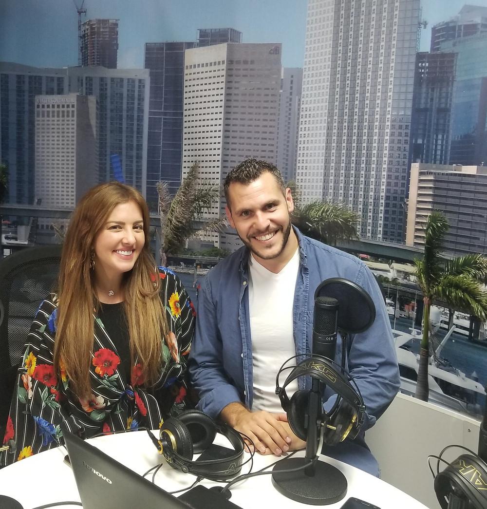 Samar Yorde y Lucas ValFrani en la radio.