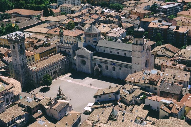 Panorama aereo Piazza Duomo - Archivio APT Trento - foto D. Mosna