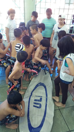 pumping up the inflatable surfboard