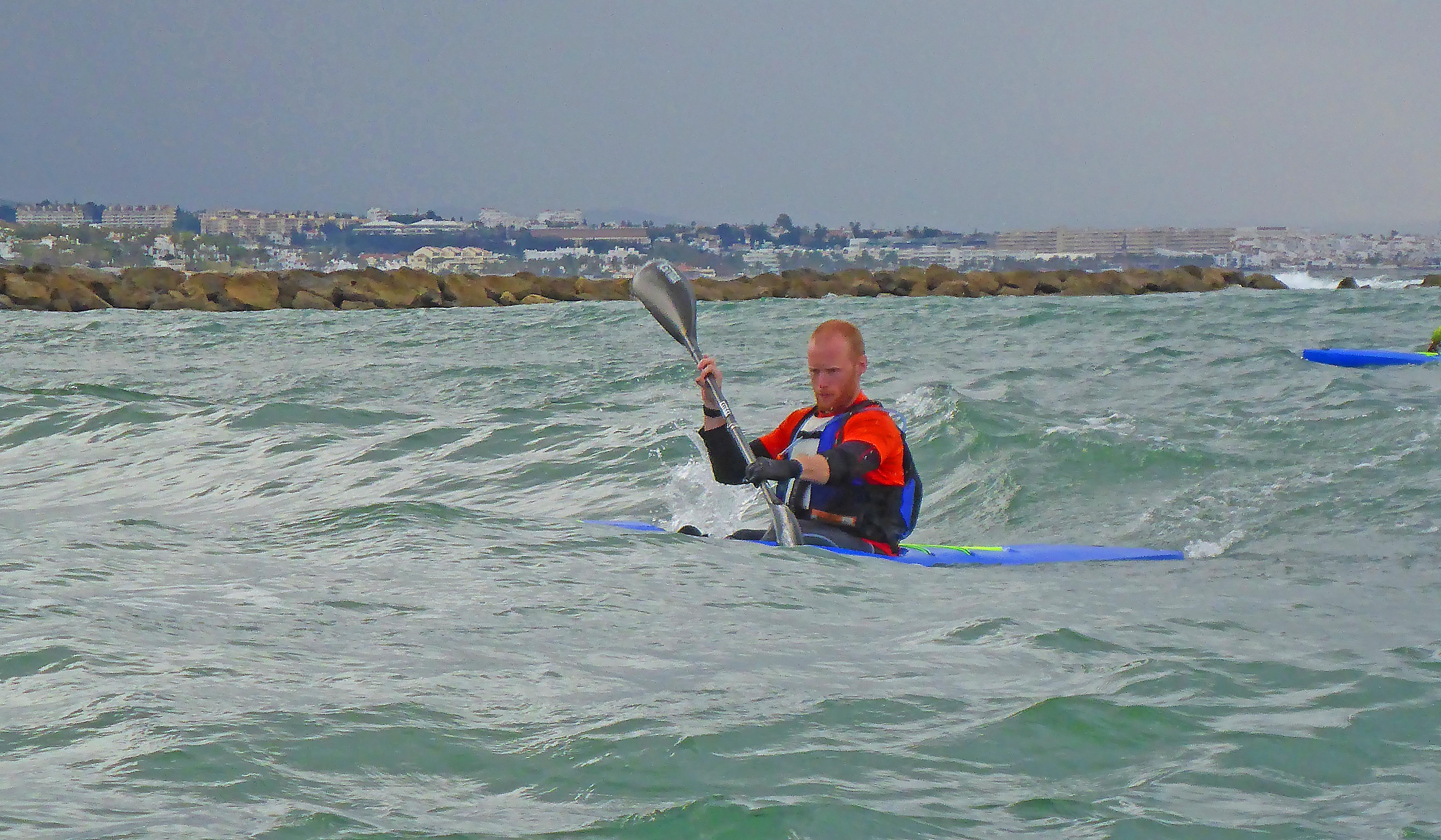 Marbella Surfski Fredrik fokuserad P1060054