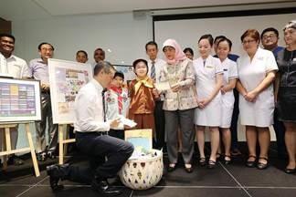 נשיא סינגפור מקבל מכתבים מתנועת הצופים