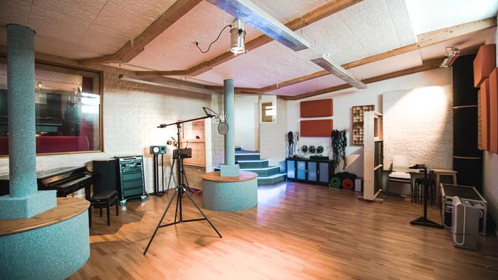 Recording room daylight