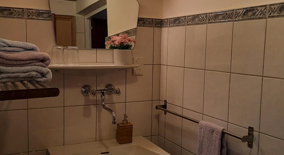 6. Badezimmer 1+2.jpg