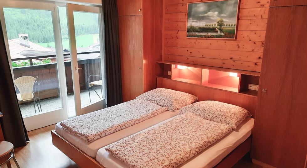 4. Schlafzimmer 1.jpg