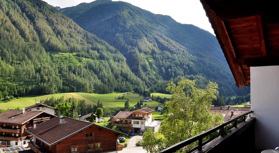 12. Aussicht Balkon Sudseite