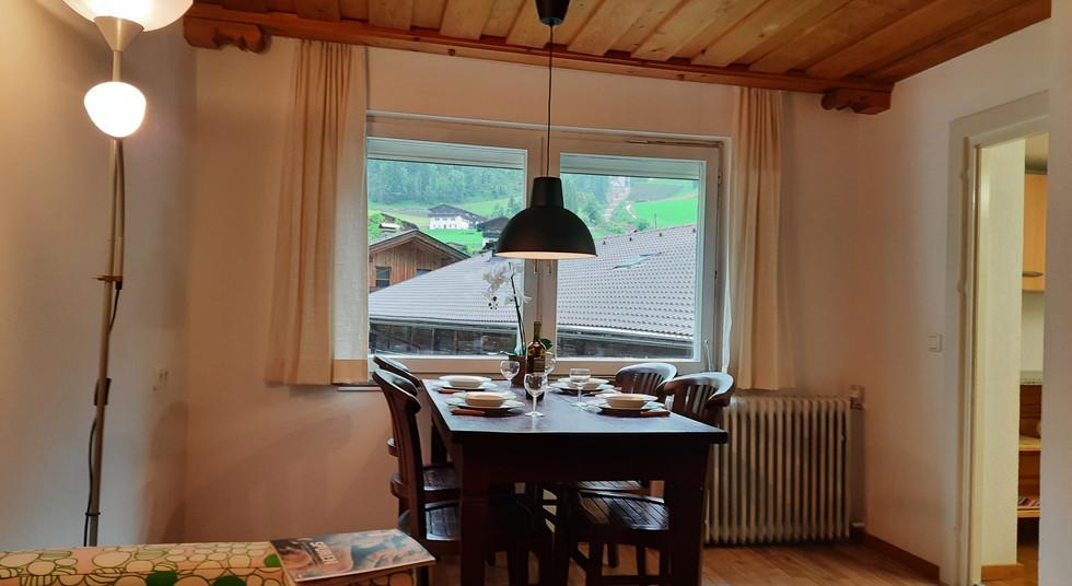 2. Wohnzimmer 2.jpg