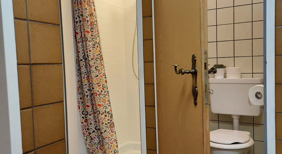 10. Douche und WC.jpg