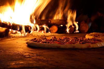 pizza-nel-forno-a-legna.jpg