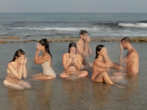 רקדנים בים