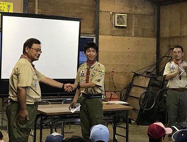 2018.8.26キャンプ報告会・菊章授与-2.JPG
