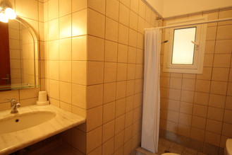 Dafni bathroom