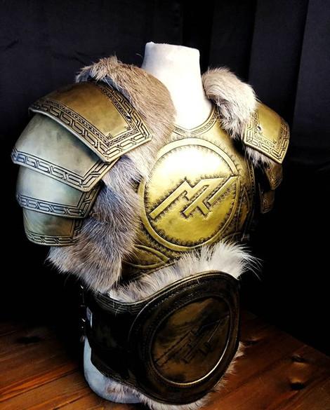 Half suit of gold armor__Built in under