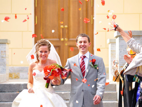 What Newlyweds Should Know About Coupling Their Finances